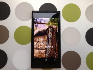Короткий In Use Nokia Lumia 800: Приобрести нельзя не купить (запятую ставим сами)