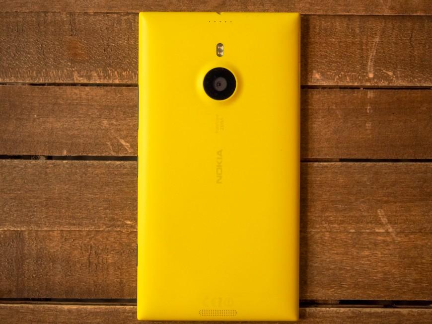 Nokia_Lumia_1520_03