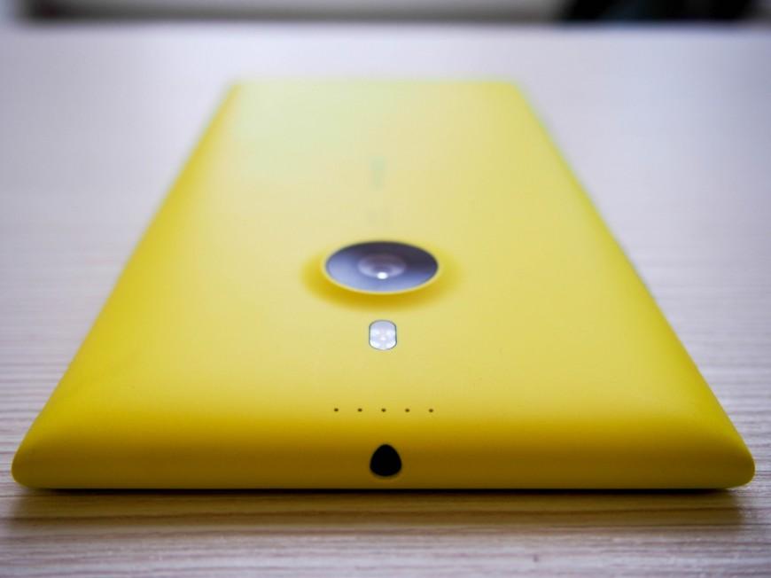 Nokia_Lumia_1520_09