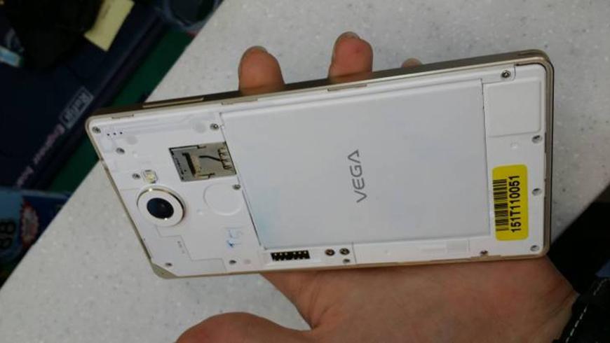 В Сеть попали фото смартфона Pantech Vega Iron 2