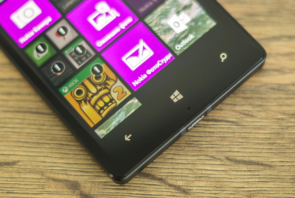 Nokia_Lumia_930-2