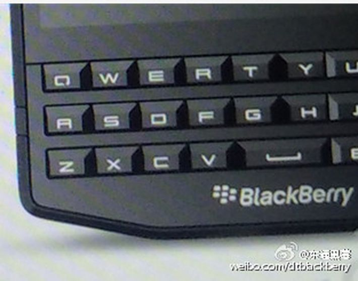 blackberry-p9984_01