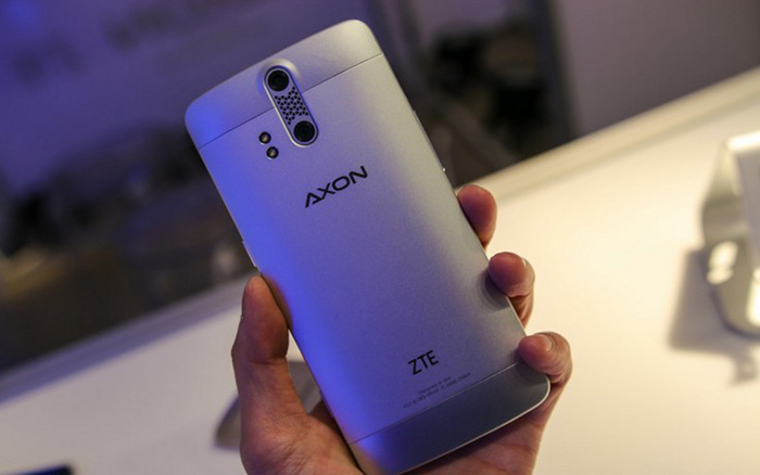ZTE-Axon_02