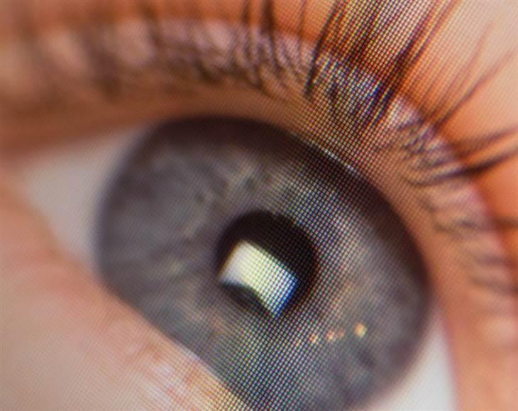 eye-300-pixels_retina_001