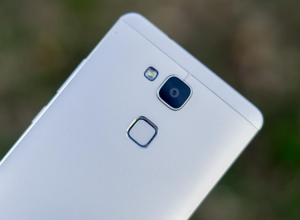 Huawei_Mate_7_inuse-10