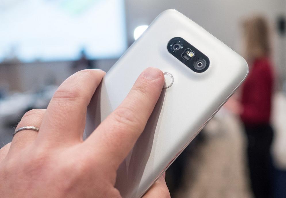 LG-G5-skaner-otpechatkov-paltsev2