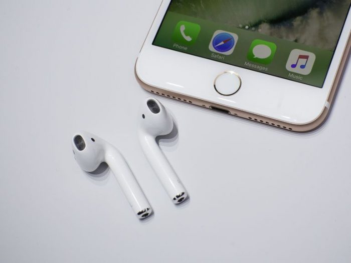 090716-apple-airpods-6906