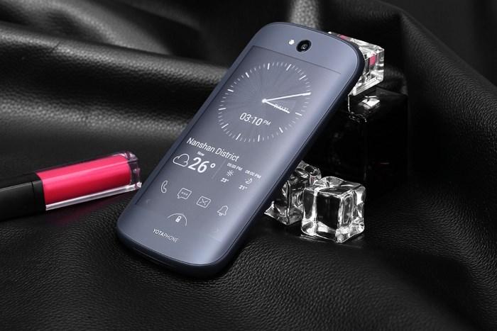 Yotaphone 2 за $120 на GearBest.com