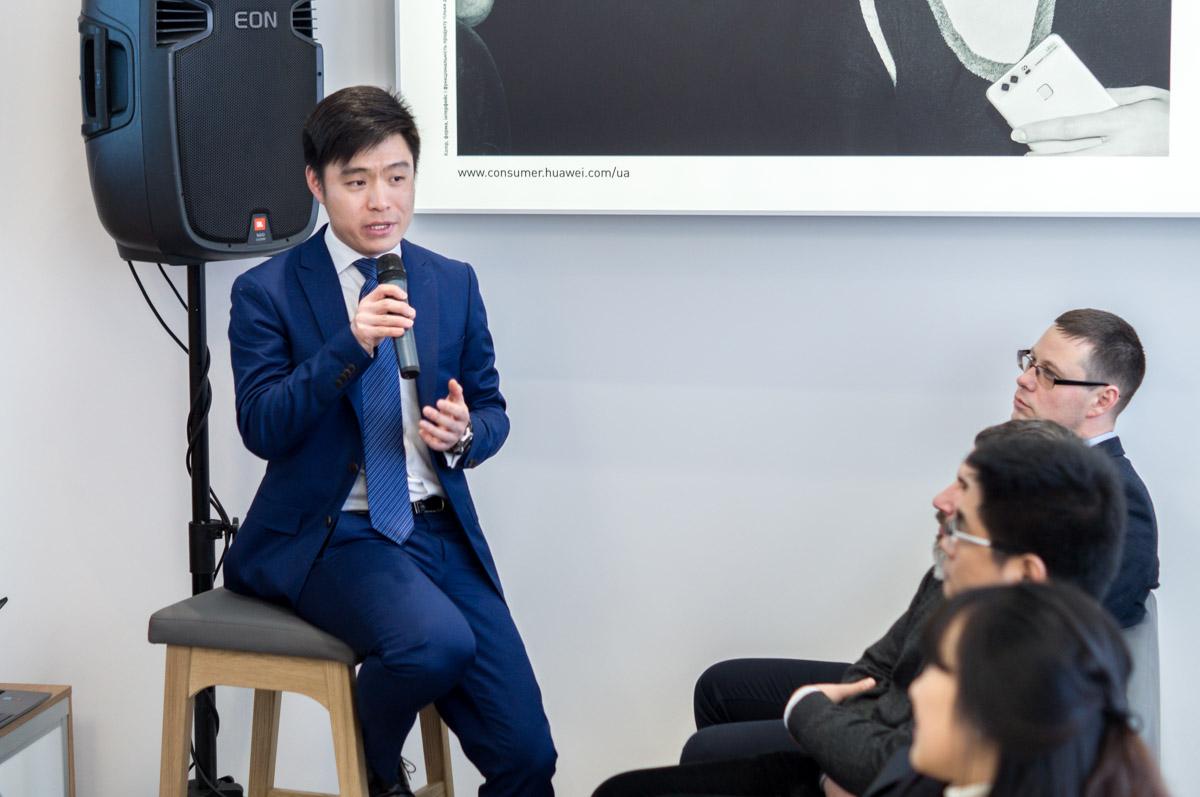 Кевин Чжоу - начальник департамента Huawei Consumer BG в Украине