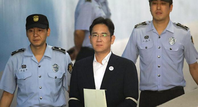 Глава Samsung Ли Джэён, осуждённый на пять лет тюрьмы за взяточничество, вышел на свободу