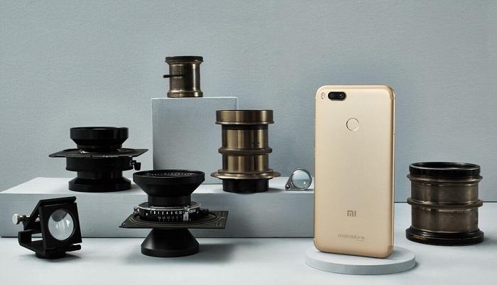 """Xiaomi представила смартфон с двойной камерой и """"чистым"""" Android"""