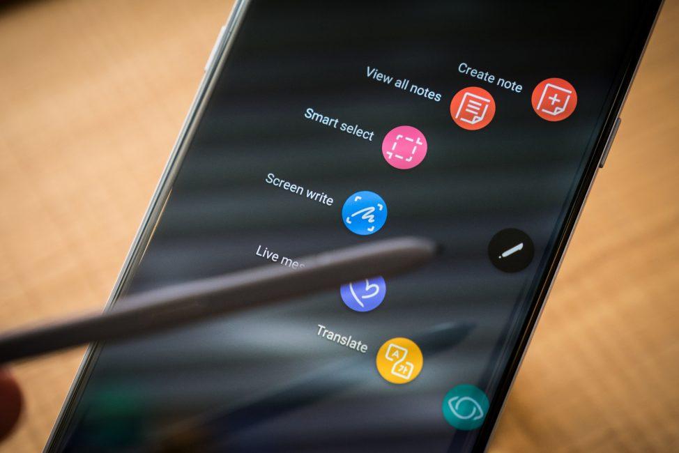 Samsung и LG подтвердили, что не замедляют работу смартфонов