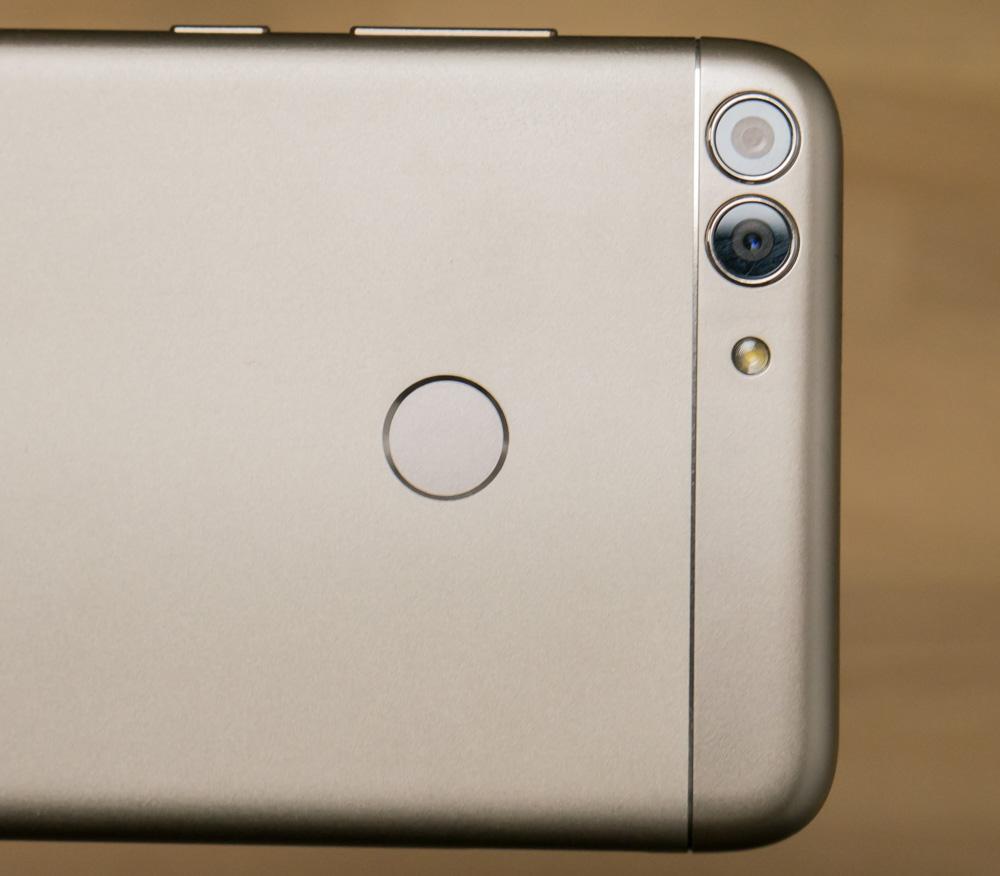 С первого взгляда этот аппарат очень сильно напоминает флагманское  устройство, поэтому любителям подчеркнуть свой имидж при помощи смартфона,  его можно ... 128274cc2a2