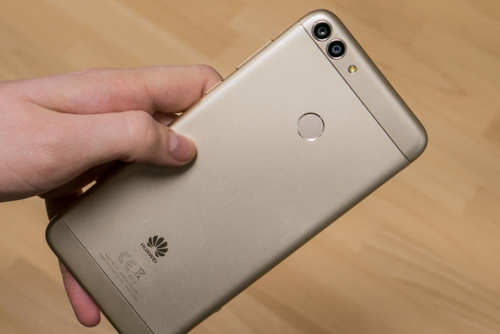Обзор Huawei P Smart - новый хит в среднем классе - Root Nation b6b186f7bec