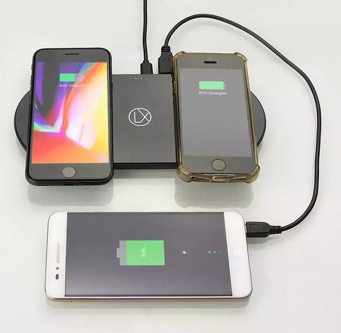 Первое беспроводное зарядное устройство Qi с портом Apple Lightning