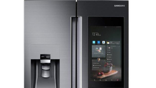 Новый холодильник от Samsung обзавёлся голосовым ассистентом, камерой, гигантским экраном и мощными динамиками