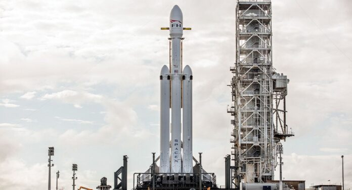 SpaceX Falcon Heavy -title