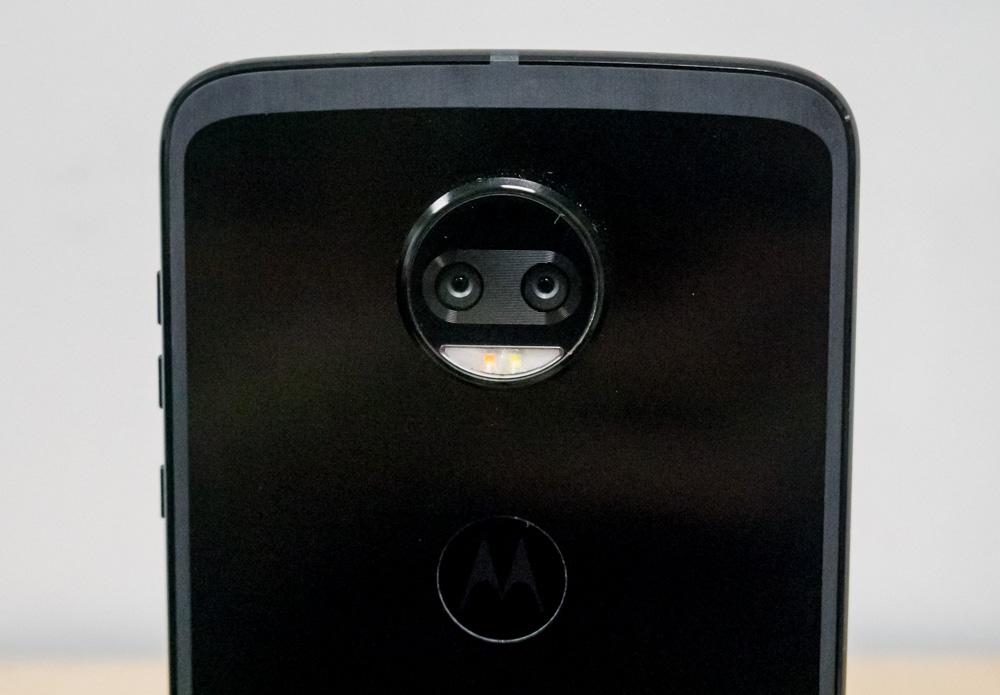 """Обзор Motorola Moto Z2 Force - """"неубиваемый"""" флагман"""