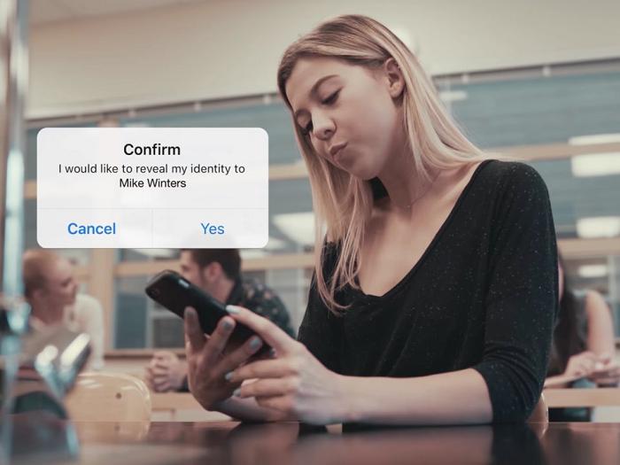 В App Store стремительно набирает популярность мессенджер Lipsi, позволяющий общаться анонимно только с людьми неподалёку