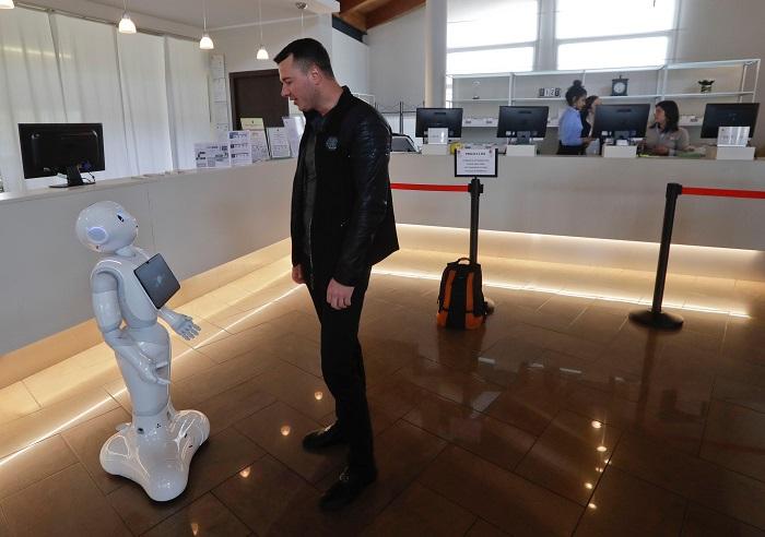 В Италии начал работать первый робот-консьерж