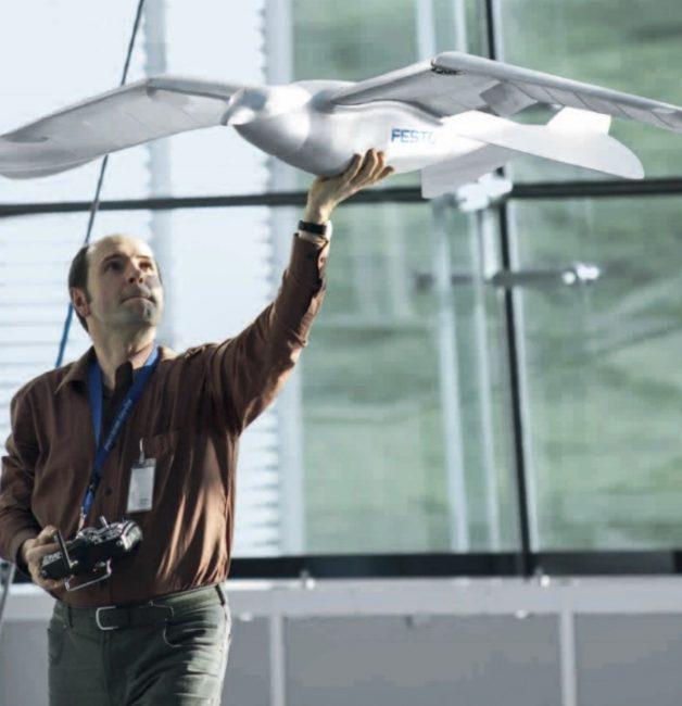 Не камерами одними: Теперь в небе над Китаем парят птицеподобные дроны
