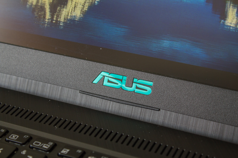 ASUS X570UD
