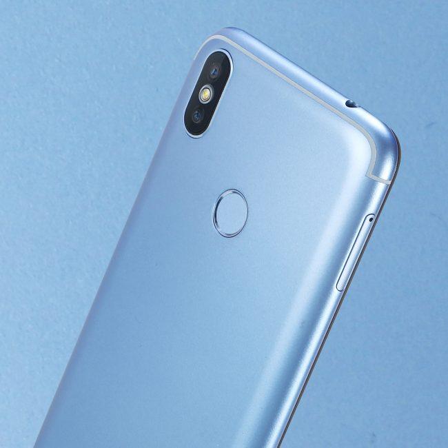 DOOGEE представила недорогой смартфон BL5500 Lite с монобровью