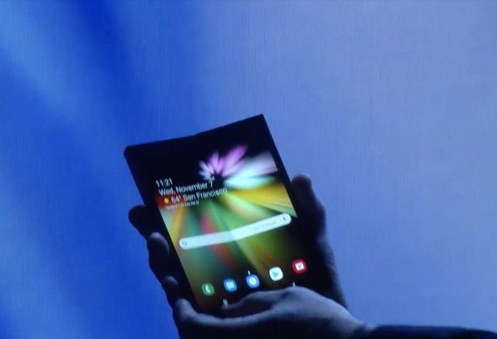 Samsung нарешті показала свій перший смартфон, що згинається. Журналісти залишилися розчаровані