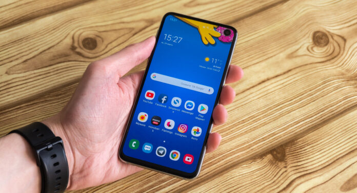 Samsung Galaxy S10e review - Root Nation
