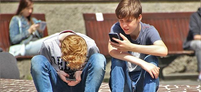 Social smartphone apps