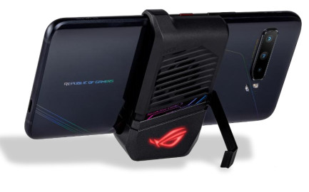 ASUS-ROG-Phone-3-with-AeroActive-Cooler-3