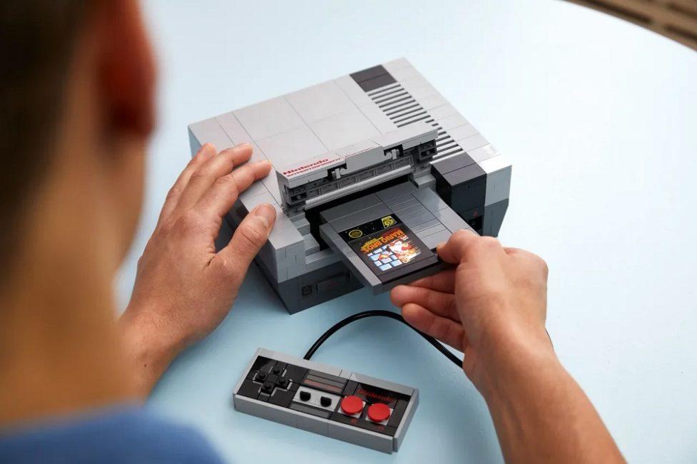 Собери свою консоль. Lego выпускает набор, включающий в себя приставку NES и ретро-телевизор
