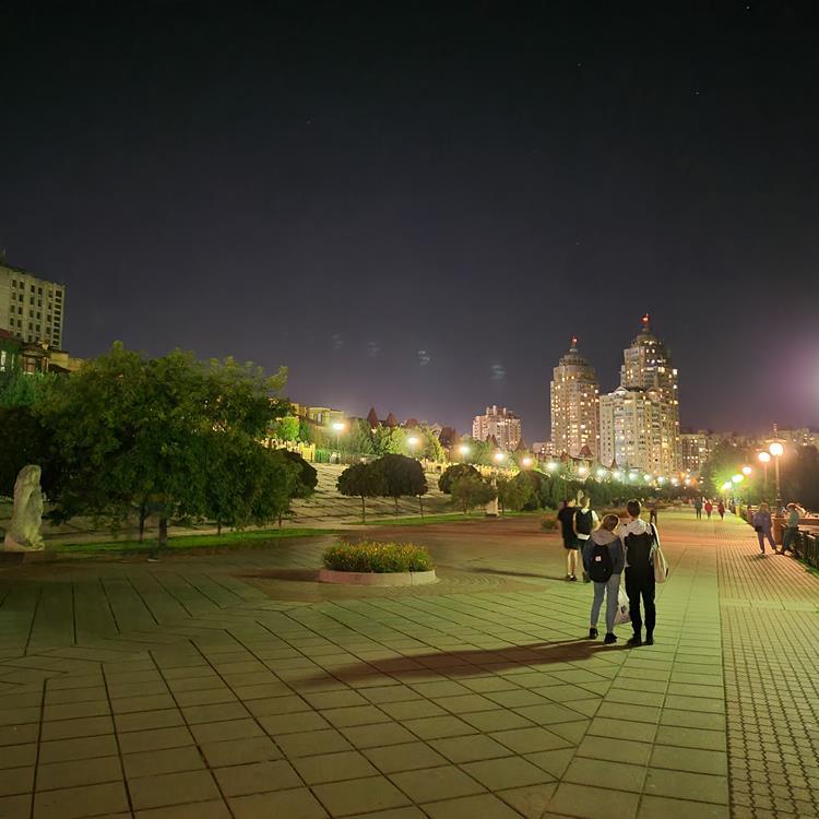 Samsung Galaxy Z Fold2 Night Photo