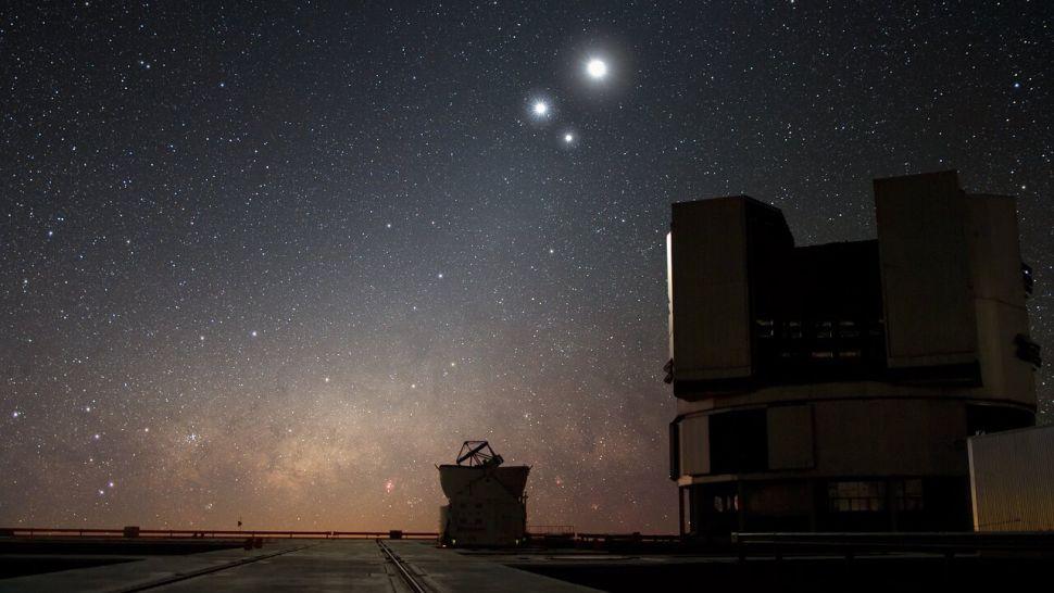 Телескопи спостерігають, як чорна діра перетворює зірку в спагетті