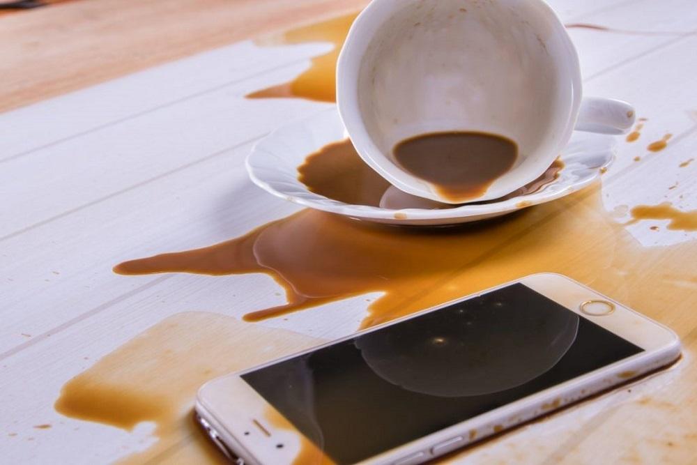 Що робити, якщо ви втопили свій смартфон?
