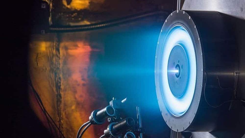 іонно-плазмовий двигун