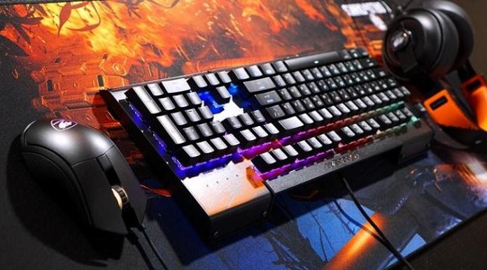 Геймерская клавиатура и мышь