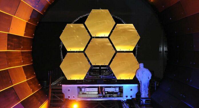 Дзеркало телескопа Джеймса Вебба NASA
