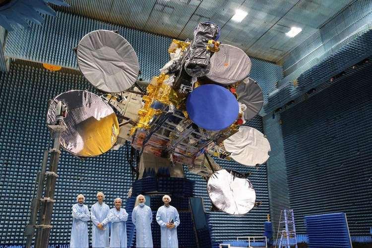 Супутник Turksat 5A у випробувальній камері Airbus