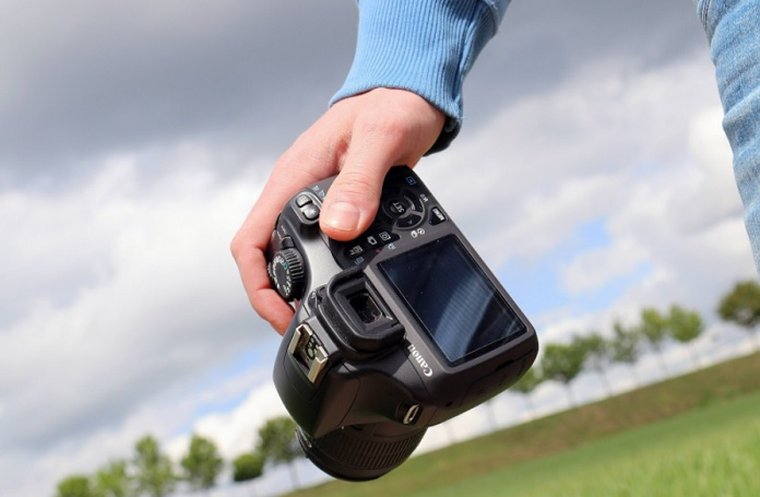 Camera: The grip and size