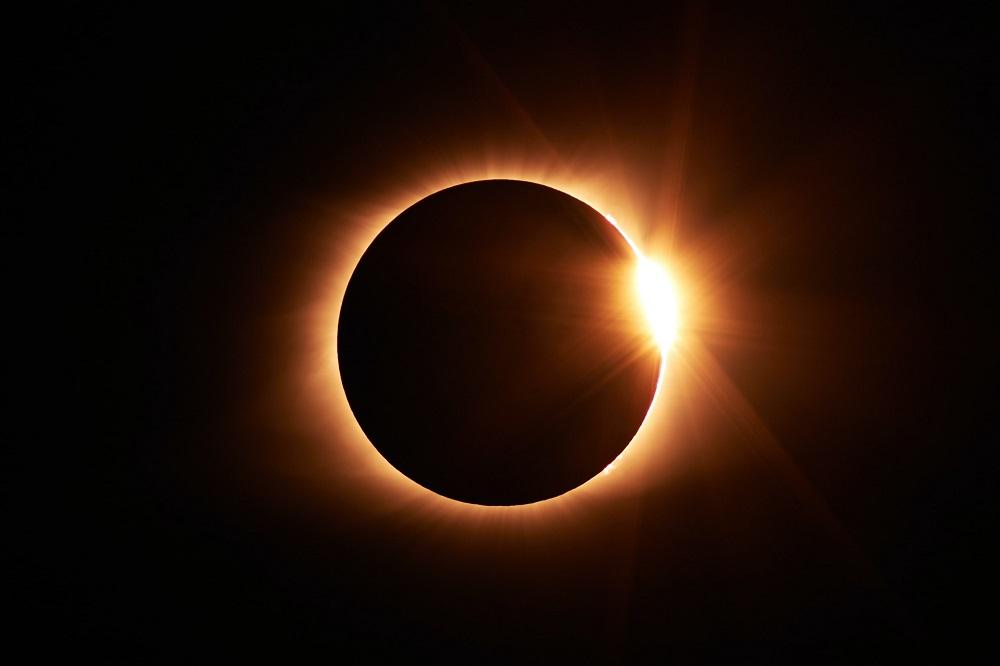 Космос. кольцеобразное солнечное затмение
