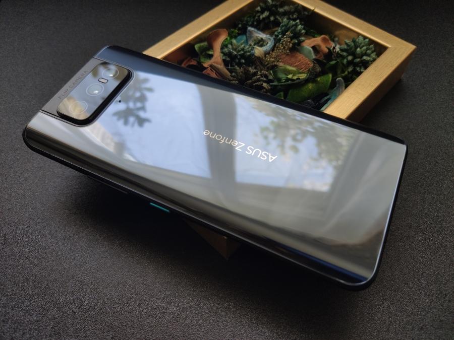 ASUS Zenfone 8 Flip: Обзор смартфона с поворотной камерой
