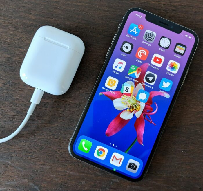 AirPods і iPhone