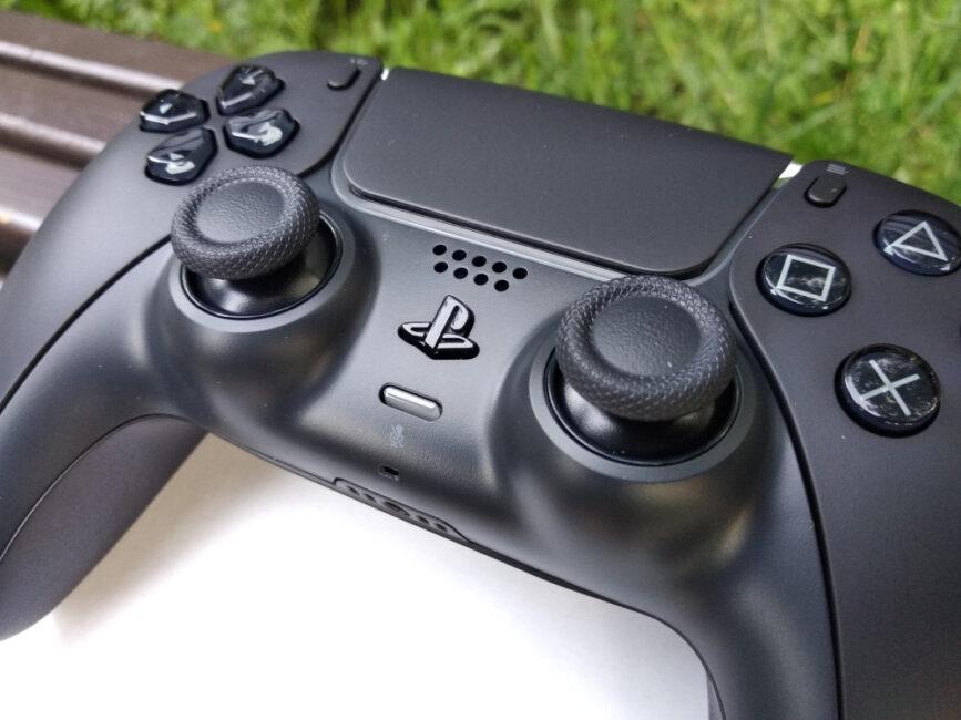 Контролери DualSense з новими кольорами